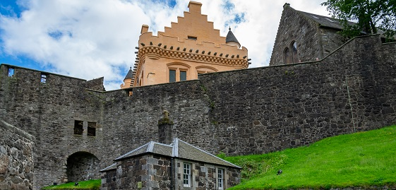 The gold Great Hall at Stirling Castle behind a grey stone wall
